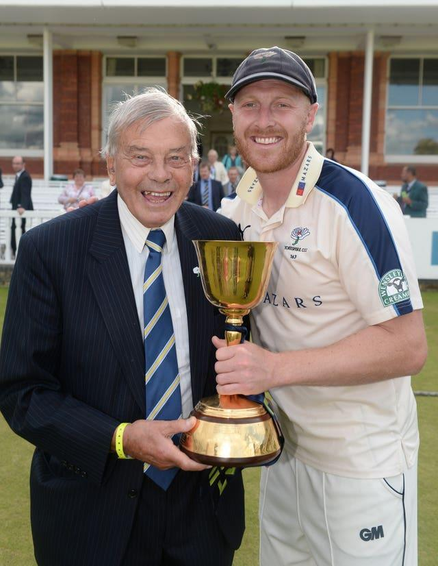 Dickie Bird and Yorkshire captain Andrew Gale lift the County Championship trophy in 2015