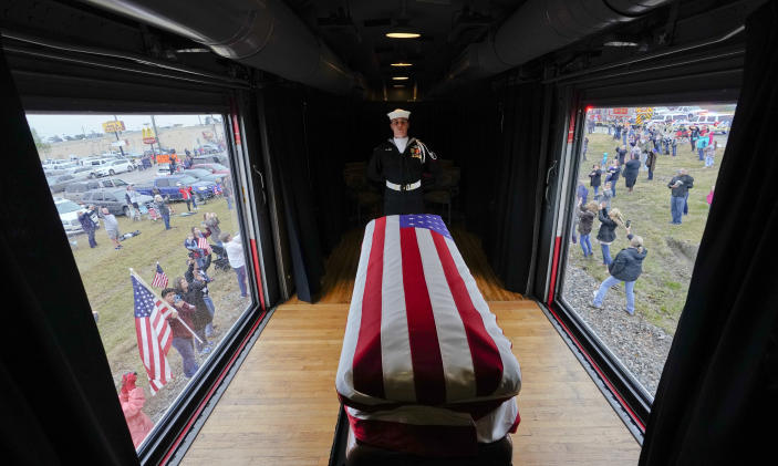 The flag-draped casket of former President George H.W. Bush passes through Magnolia, Texas, Thursday, Dec. 6, 2018, along the route from Spring to College Station, Texas. (Photo: David J. Phillip, Pool/AP)