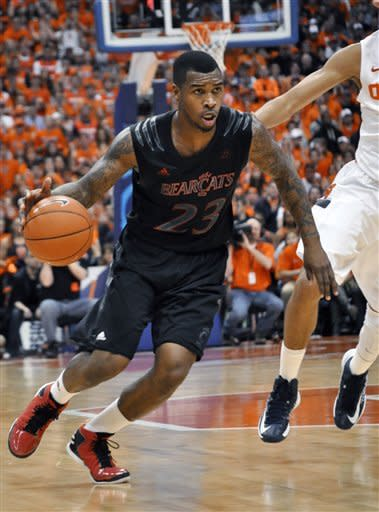 Cincinnati's Sean Kilpatrick drives against Syracuse during the second half of an NCAA college basketball game in Syracuse, N.Y., Monday, Jan. 21, 2013. Syracuse won 57-55. (AP Photo/Kevin Rivoli)