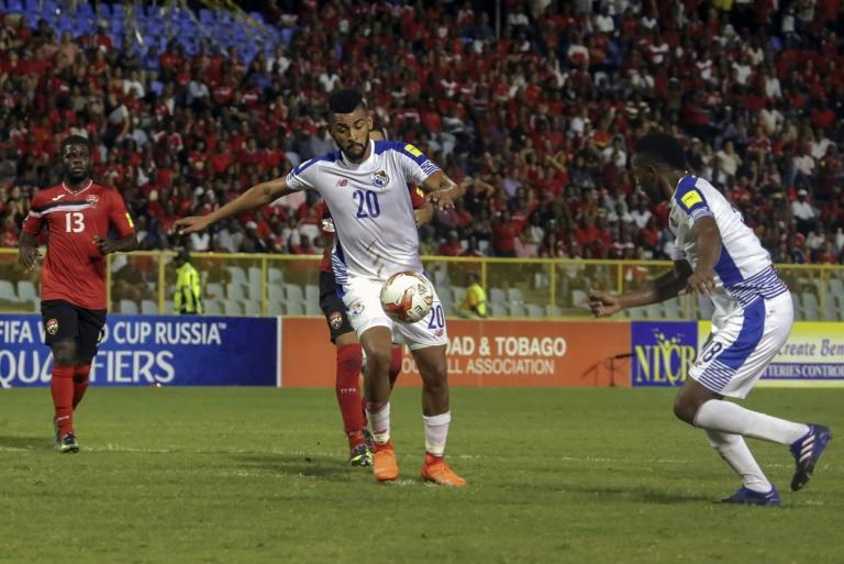 Panama's Anibal Godoy (C) controls the ball during their Russia 2018 World Cup qualifier against Trinidad and Tobago, in Port of Spain, on March 24,2017