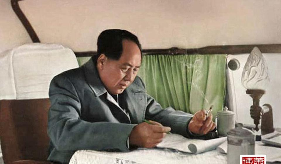 An old photo of Mao Zedong working on the Russian-made IL-14 personal aircraft during a trip to Jiangsu province in 1957. Photo: Handout.