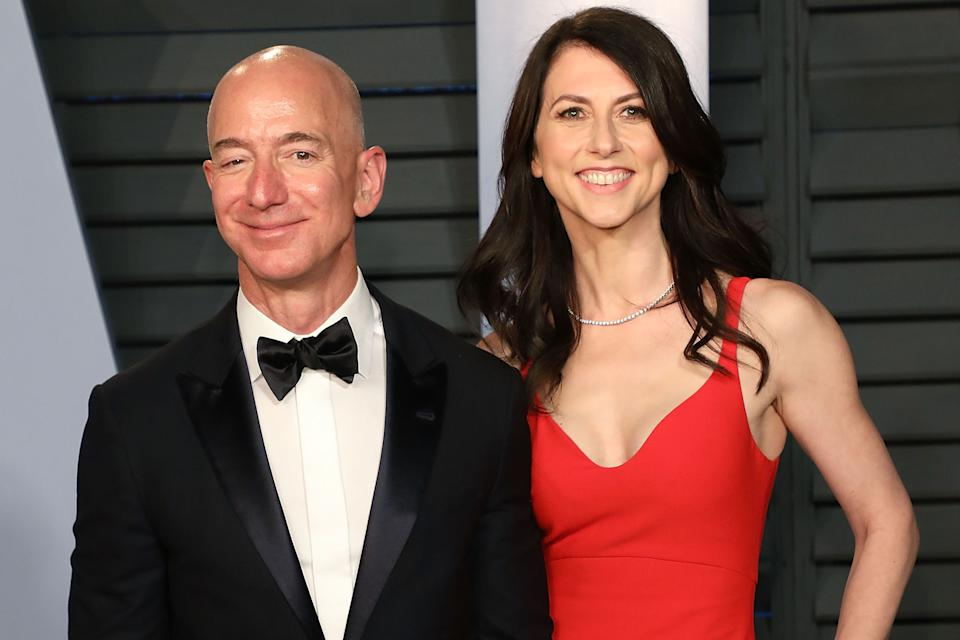 BEVERLY HILLS, CA - MARCH 04:  Amazon CEO Jeff Bezos (L) and MacKenzie Bezos attend the 2018 Vanity Fair Oscar Party hosted by Radhika Jones at Wallis Annenberg Center for the Performing Arts on March 4, 2018 in Beverly Hills, California.  (Photo by Taylor Hill/FilmMagic)