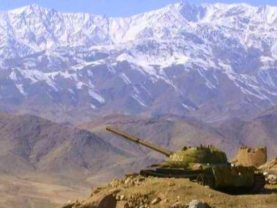 Afghanistan_–_Soviet_tank_at_the_firing_position