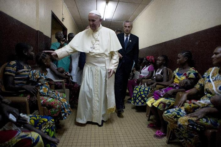 Pope Francis visits a pediatric hospital in Bangui on November 29, 2015 as part of his trip to Africa (AFP Photo/)