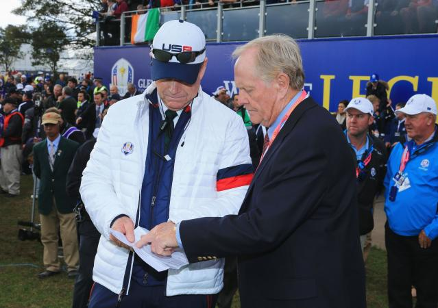 AUCHTERARDER, SCOTLAND - SEPTEMBER 28: United States team captain Tom Watson talks with Jack Nicklaus on the 1st tee during the Singles Matches of the 2014 Ryder Cup on the PGA Centenary course at the Gleneagles Hotel on September 28, 2014 in Auchterarder, Scotland. (Photo by David Cannon/Getty Images)