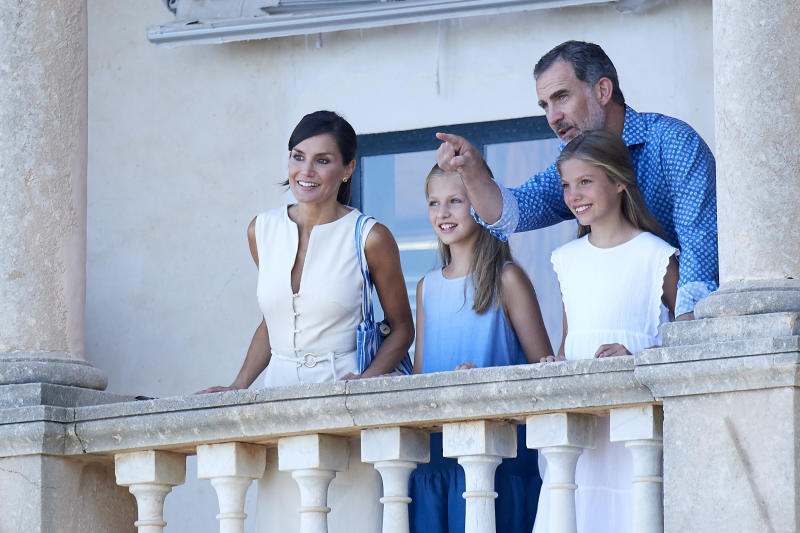 PALMA DE MALLORCA, SPAIN - AUGUST 08: King Felipe VI of Spain, Queen Letizia of Spain, Princess Leonor of Spain (L) and Princess Sofia of Spain (R) visit 'Son Marroig' museum on August 08, 2019 in Palma de Mallorca, Spain. (Photo by Carlos Alvarez/Getty Images)