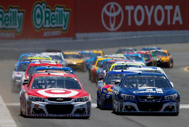 """Both <a class=""""link rapid-noclick-resp"""" href=""""/nascar/sprint/drivers/3156/"""" data-ylk=""""slk:Kyle Larson"""">Kyle Larson</a> (L) and <a class=""""link rapid-noclick-resp"""" href=""""/nascar/sprint/drivers/191/"""" data-ylk=""""slk:Jamie McMurray"""">Jamie McMurray</a> finished in the top 12 in the standings. (Getty)"""
