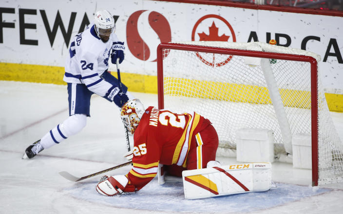 Toronto Maple Leafs' Wayne Simmonds, left, scores on Calgary Flames goalie Jacob Markstrom during the first period of an NHL hockey game, Tuesday, Jan. 26, 2021 in Calgary, Alberta. (Jeff McIntosh/The Canadian Press via AP)