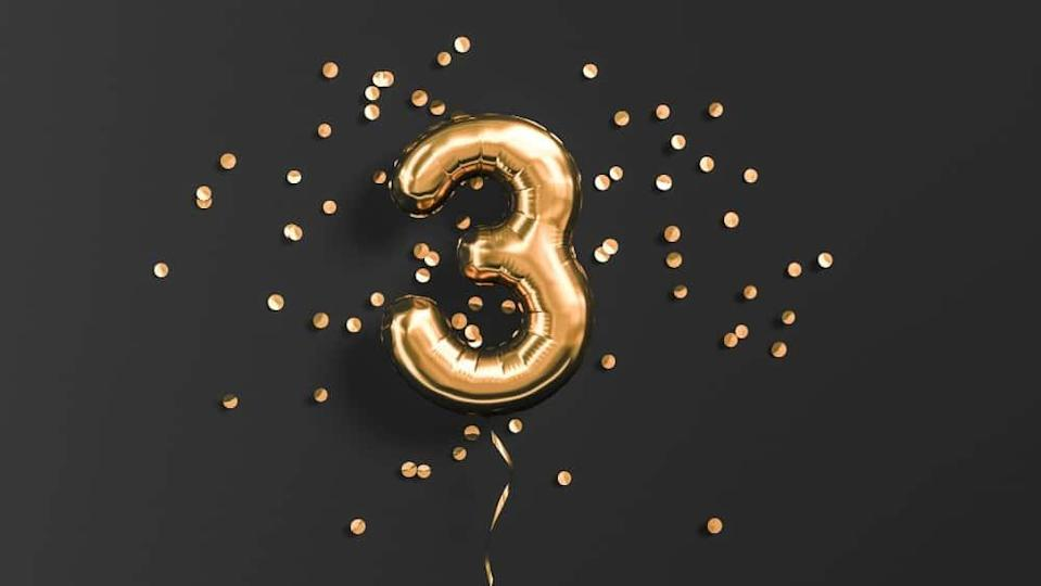 Number 3 flying foil balloon and gold confetti
