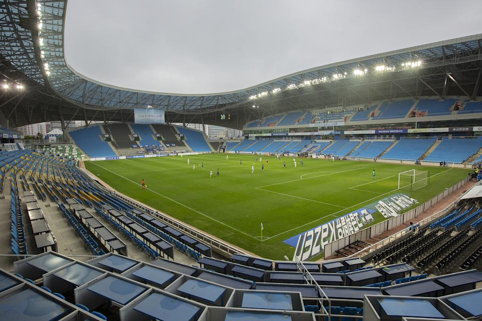 INCHEON, SOUTH KOREA - MAY 9: A soccer game (Incheon United FC vs Deagu FC) is taking place at Incheon Football Stadium in Korea, without spectators due to covid 19 on May 9, 2020 in Incheon, South Korea. Jong-Hyun Kim / Anadolu Agency (Photo by Jong-Hyun Kim/Anadolu Agency via Getty Images)