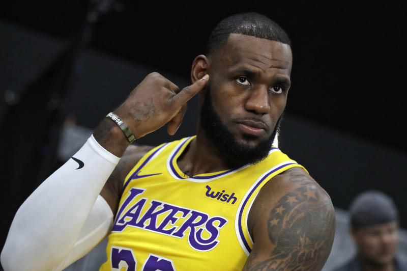 LeBron James will reportedly wear Cavaliers-colored sneakers in his Lakers  debut 5f31a7aec