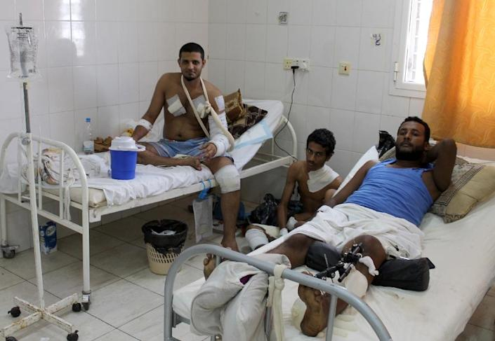 Wounded men rest in the Sadaka hospital in Aden, the largest city in southern Yemen, on July 5, 2015 (AFP Photo/Saleh al-Obeidi)