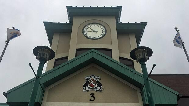 Mount Pearl's city hall will close Wednesday for cleaning after an employee tested positive for COVID-19.