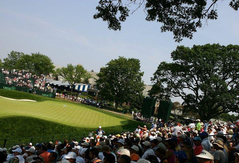 18th green during the final round of the 2006 US Open Championship at Winged Foot Golf Club on June 18, 2006