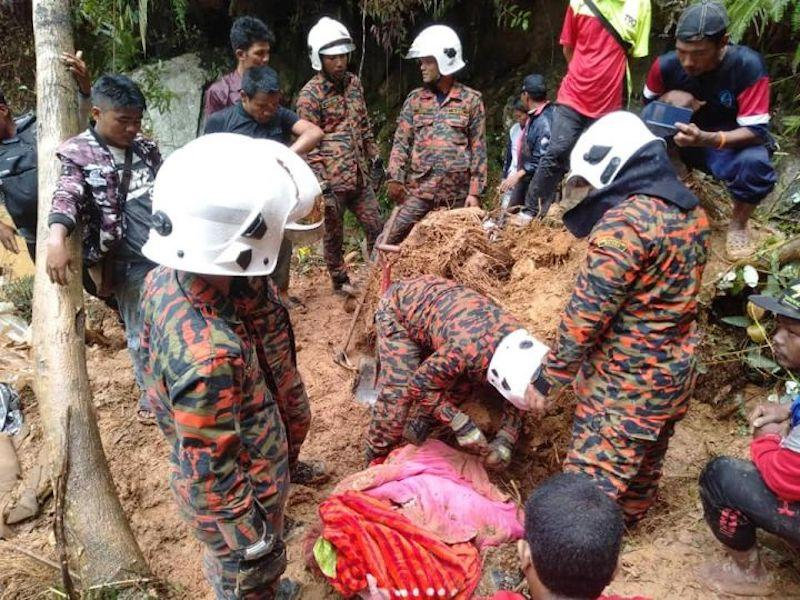 Rescuers searching for victims of the landslide at Kuala Terla, Cameron Highlands October 14, 2018. — Picture courtesy of Facebook