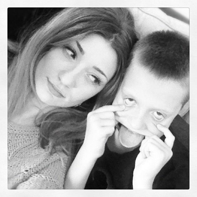 """Celebrity Twitpics: Girls Aloud's Nicola Roberts has always been close to her family, and this week she spent some quality time with them. She tweeted this photo along with the caption: """"Brothers."""""""