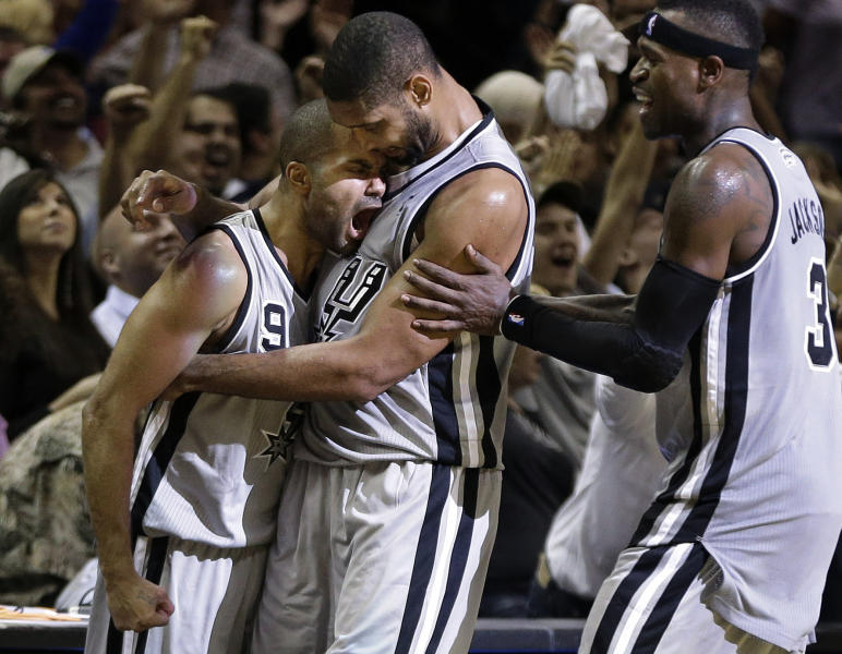 San Antonio Spurs' Tony Parker (9), of France, celebrates with Tim Duncan, center, and Stephen Jackson, right, after hitting a buzzer-beating basket to end the fourth quarter of an NBA basketball game against the Oklahoma City Thunder, Thursday, Nov. 1, 2012, in San Antonio. San Antonio won 86-84. (AP Photo/Eric Gay)