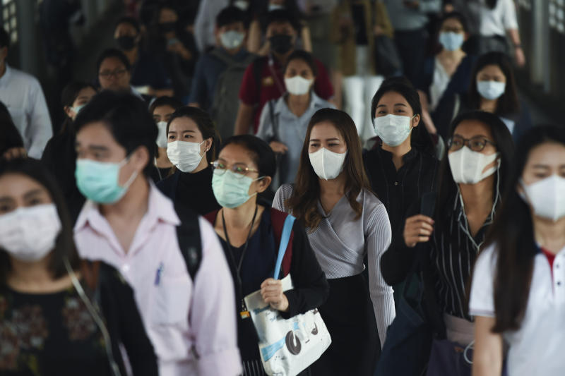 People wear protective masks at a BTS Sky train station in Bangkok, Thailand, 28 January, 2020Thai health officials are stepping up monitoring and inspection for the new SARS-like coronavirus after the Public Health Ministry confirmed fourteen cases in the country. The virus has so far killed at least 106 people and infected around 4,599 others, mostly in China. (Photo by Anusak Laowilas/NurPhoto via Getty Images)