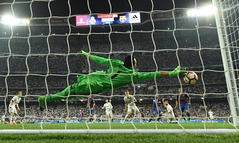 Keylor Navas cannot reach Lionel Messi's winning strike.