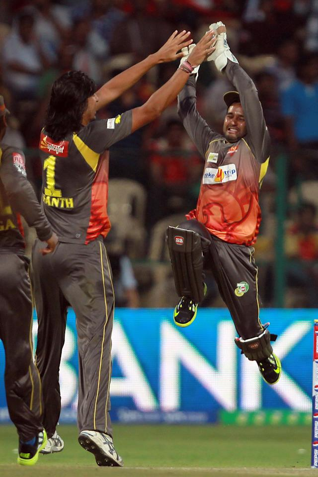 Ishanth Sharma celebrates the wicket of Chris Gayle with Parthiv Patel during match 9 of the Pepsi Indian Premier League between The Royal Challengers Bangalore and The Sunrisers Hyderabad held at the M. Chinnaswamy Stadium, Bengaluru on the 9th April 2013. (BCCI)
