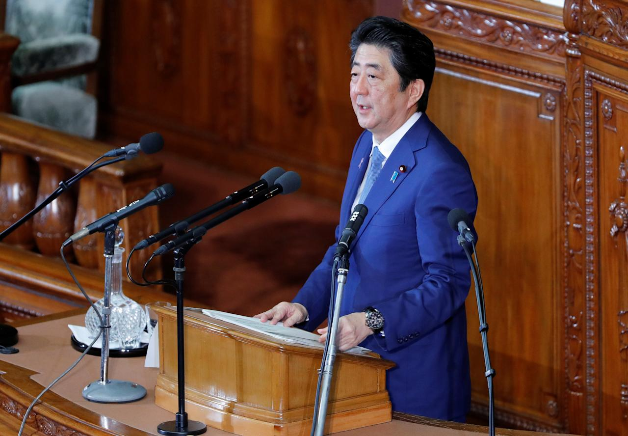 Japan's Prime Minister Shinzo Abe delivers his policy speech at the lower house of parliament in Tokyo, Japan, November 17, 2017.  REUTERS/Kim Kyung-Hoon