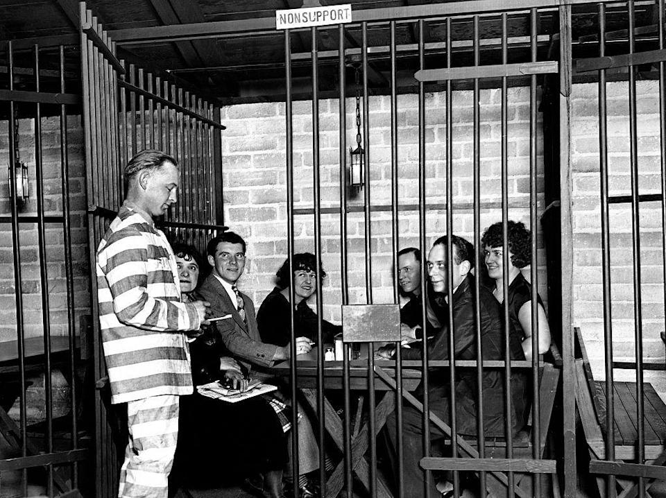 """<p>In this Los Angeles restaurant, which opened in 1926, patrons got the full prison experience and were even served in their """"cells"""" by waiters wearing prison garb. </p>"""