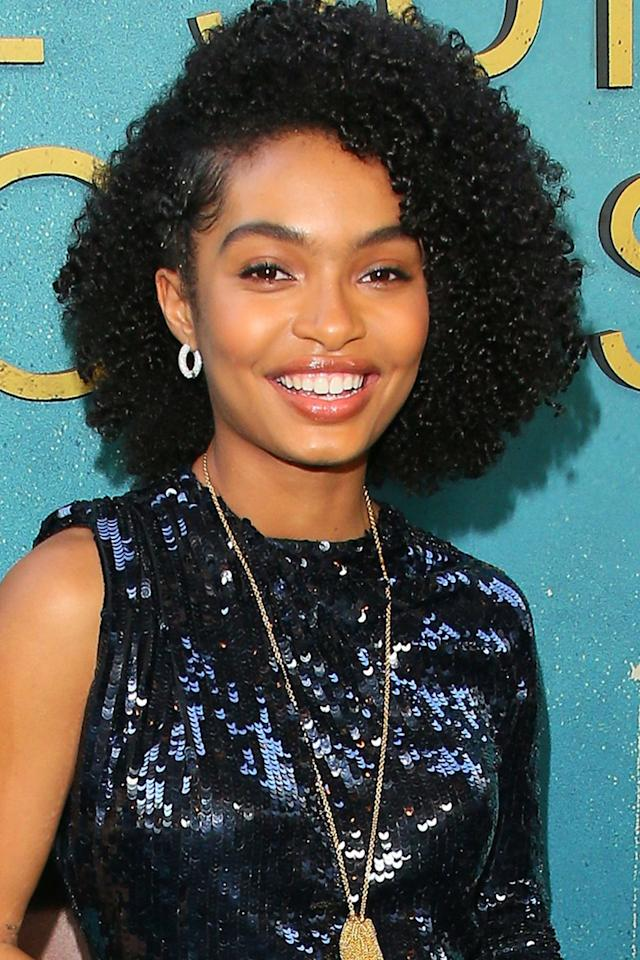 20 Ways To Style Short and Curly Hair This Summer - photo #3