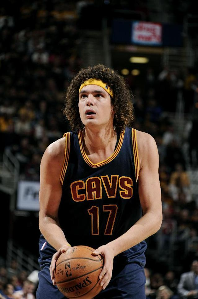 CLEVELAND, OH - OCTOBER 30: Anderson Varejao #17 of the Cleveland Cavaliers attempts a free throw against the New York Knicks on October 30, 2014 in Cleveland, Ohio. (Photo by David Liam Kyle/NBAE via Getty Images)