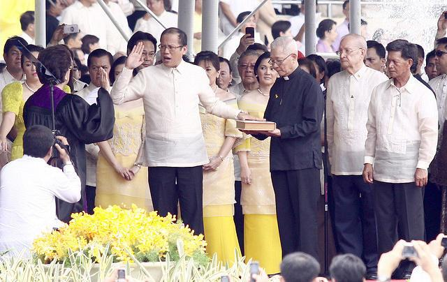 "Benigno Simeon ""Noynoy"" Cojuangco Aquino III takes his oath as the 15th President of the Republic of the Philippines before Associate Justice Conchita Carpio-Morales at the Quirino Grandstand in Manila, Philippines on June 30, 2010. (Voltaire Domingo/NPPA Images)"
