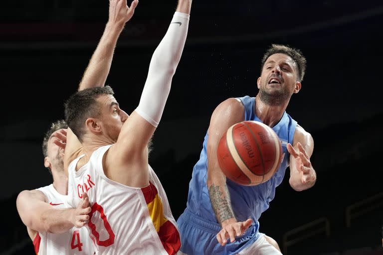 Nicolás Laprovittola had a formidable start against Spain, but then faded and fell into some of the flopping Luis Scola warns of.