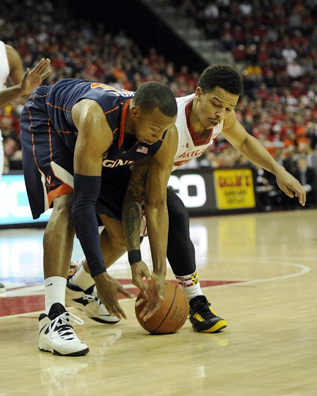 Maryland guard Seth Allen, right, fights for a loose ball against Virginia forward Akil Mitchell, left, during the first half of an NCAA college basketball game, Sunday, March 9, 2014, in College Park, Md. (AP Photo/Nick Wass)