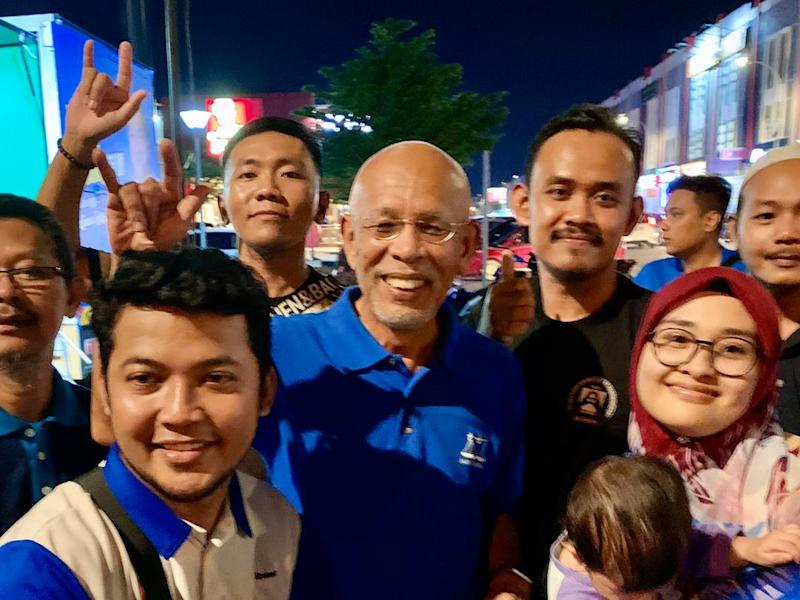 Tan Sri Shahrir Abdul Samad (centre) said Tanjung Piai voters were only heeding the call by Prime Minister Tun Dr Mahathir Mohamad to punish the Pakatan Harapan ruling government for failing to fulfill its promises. — Picture by Ben Tan