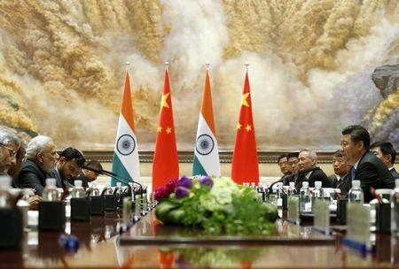 Indian Prime Minister Narendra Modi (2nd from L) and Chinese President Xi Jinping hold a meeting in Xian, Shaanxi province, China, May 14, 2015. REUTERS/Kim Kyung-Hoon/Files