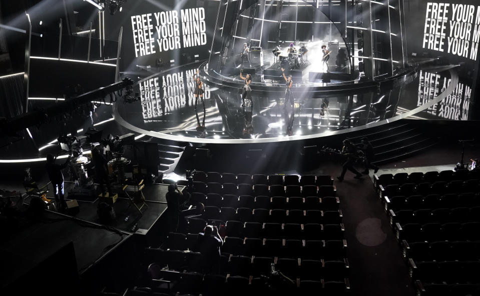 """Rhona Bennett, from left, Terry Ellis and Cindy Herron, from musical group En Vogue, perform """"Free Your Mind"""" at the Billboard Music Awards on Wednesday, Oct. 14, 2020, at the Dolby Theatre in Los Angeles. (AP Photo/Chris Pizzello)"""