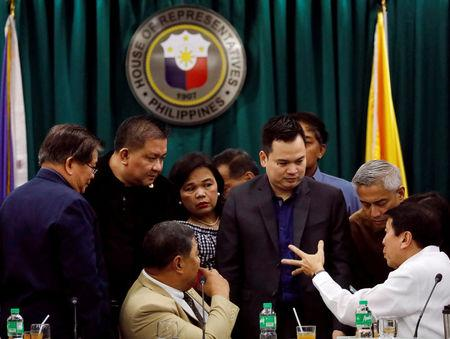 Philippine legislators huddle before voting on the sufficiency of the impeachment complaint against Supreme Court Chief Justice Maria Lourdes Sereno during the House Justice Committe hearing at the House of Representatives in Batasan, Quezon City, metro Manila, Philippines, March 8, 2018.   REUTERS/Dondi Tawatao