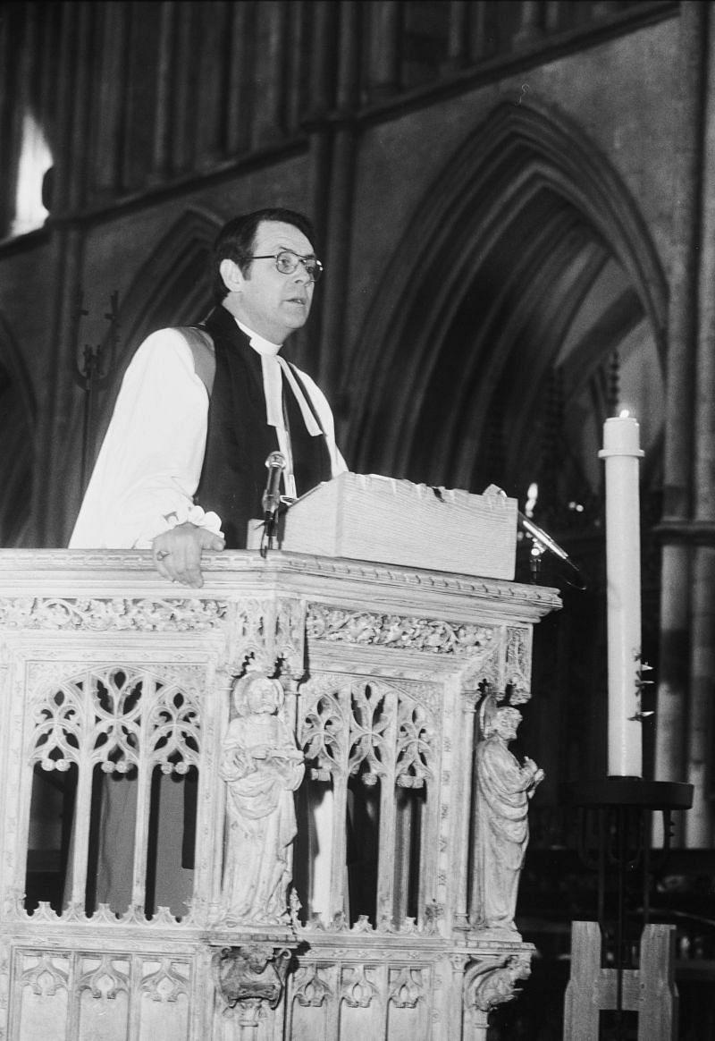 David Sheppard giving an address as the Bishop of Liverpool.