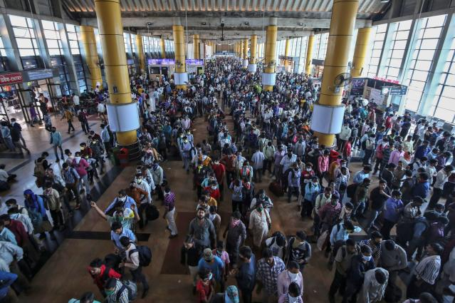 Migrant workers and their families queue to buy train tickets at a railway station, after government imposed restrictions on public gatherings in attempts to prevent spread of coronavirus disease (COVID-19), in Mumbai, India, March 21, 2020. REUTERS/Prashant Waydande
