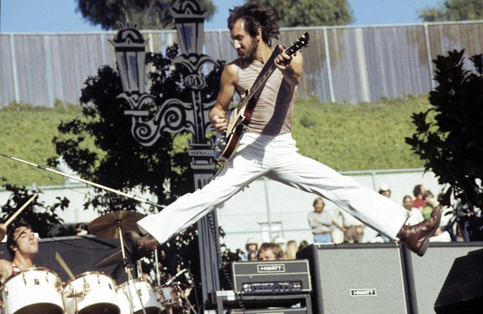 The Who Perform Live pete townshend