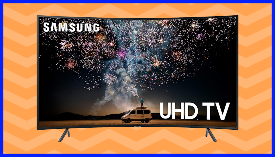 Lose yourself in the Samsung 55-inch Class Curved Smart 4K UHD TV (RU7300). (Photo: Samsung)