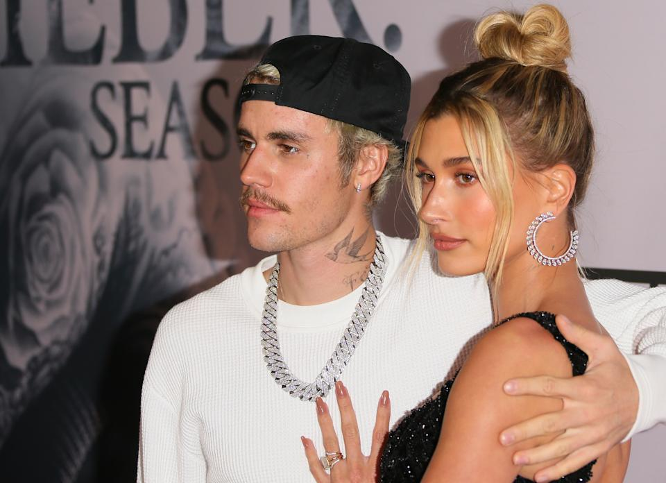 Justin Bieber y Hailey Bieber (Photo by Jean Baptiste Lacroix/FilmMagic)