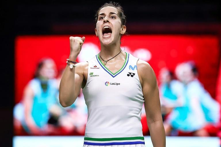 Spain's Carolina Marin breezed past Thailand's Pornpawee Chochuong to make it into the badminton World Tour Finals