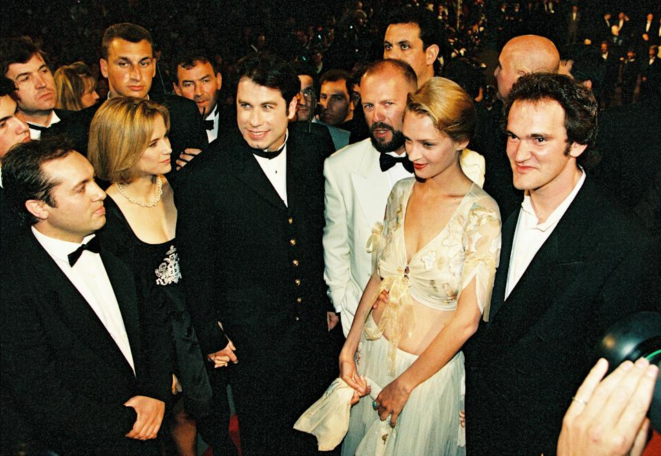 """Director Quentin Tarantino, actress Uma Thurman, actor John Travolta and his wife Kelly Preston, actor Bruce Willis pose on the red carpet for the screening of their film """"Pulp Fiction"""" in competition at the 47th Cannes Film Festival in Cannes, France, May 21, 1994. REUTERS/John Schults"""