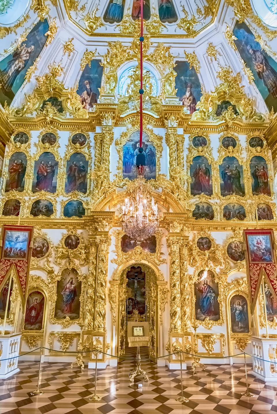 <p>Make sure to visit the paintings of the Chesma Hall with its French-style interiors and the East and West Chinese Cabinets, decorated with traditional Oriental patterns by Russian craftsmen. <em>[Photo: Getty]</em> </p>
