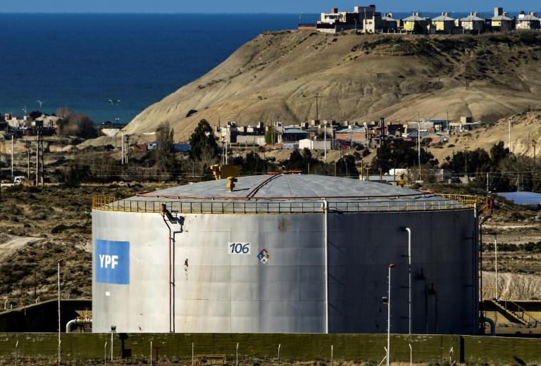 An oil storage facility of Argentinian state-run energy company YPF in Comodoro Rivadavia, in the Patagonian province of Chubut (AFP Photo/RONALDO SCHEMIDT)