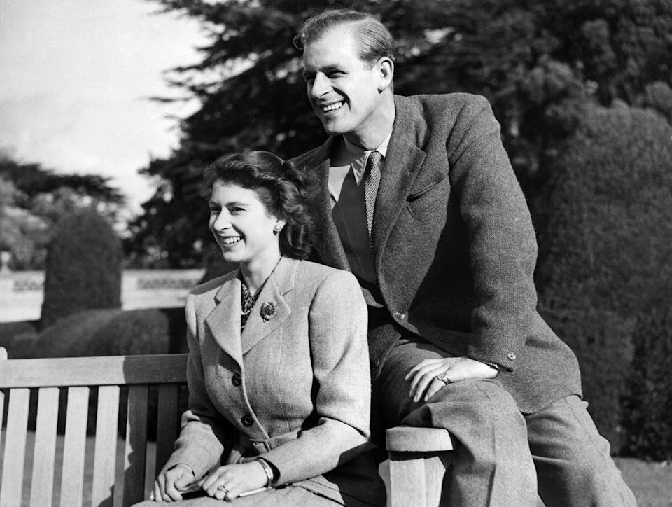 Britain's Princess Elizabeth (future Queen Elizabeth II) and her husband Philip, Duke of Edinburgh, pose during their honeymoon, November 25, 1947 in Broadlands estate, Hampshire. (Photo by - / - / AFP)        (Photo credit should read -/AFP via Getty Images)