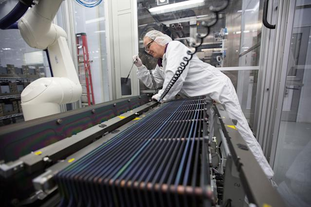 Production operator Kathy Grady at the SolarWorld solar panel factory in Hillsboro, Ore., Jan. 15, 2018. (Photo: Natalie Behring/Reuters)