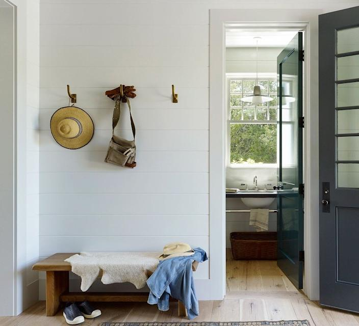 Tasteful, understated vignettes like this one ooze class and really tie Hamptons-style aesthetics together.