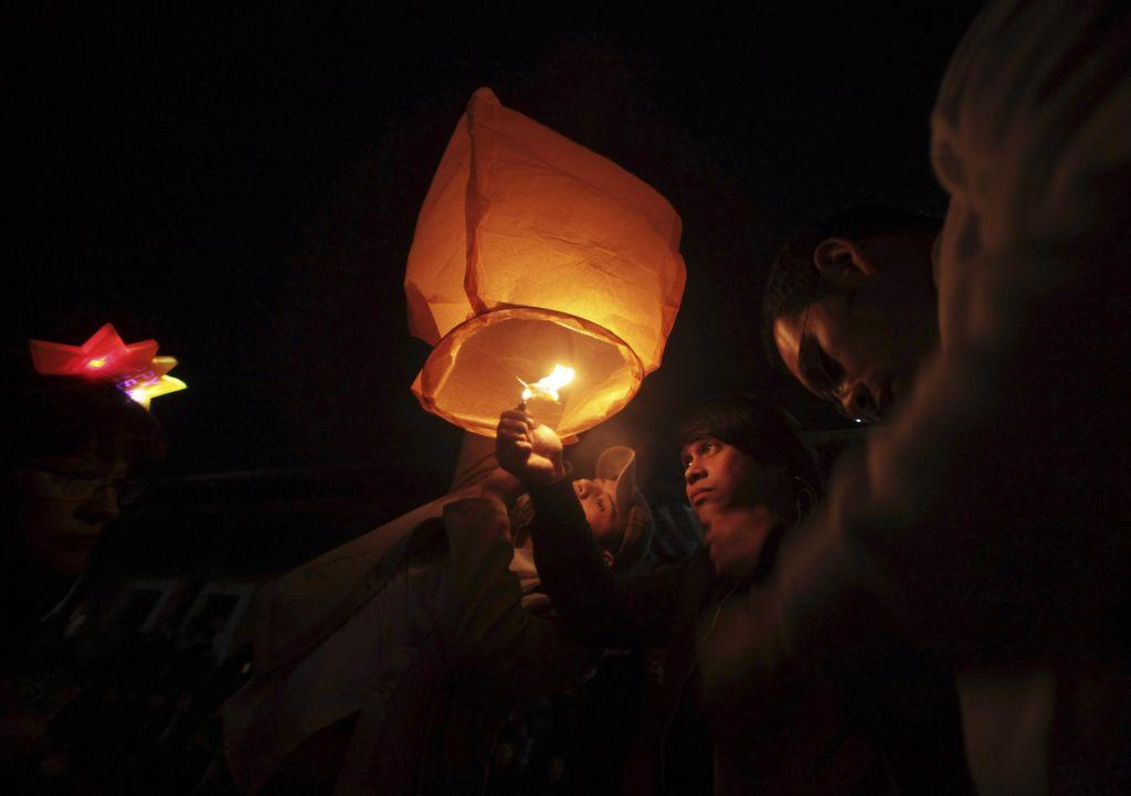Revellers launch a floating paper lantern into the sky as they celebrate New Year's Day in Antigua, 60 km (37 miles) from Guatemala City, January 1, 2013.