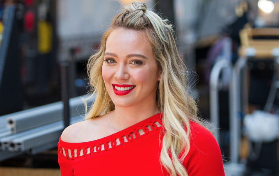 Hilary Duff's latest look featured an affordable face mask from celeb-favourite brand, Everlane. (Image via Getty Images).