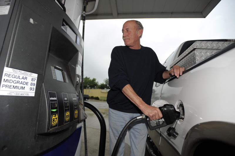 Analysts: Midwest drivers to see lower gas prices